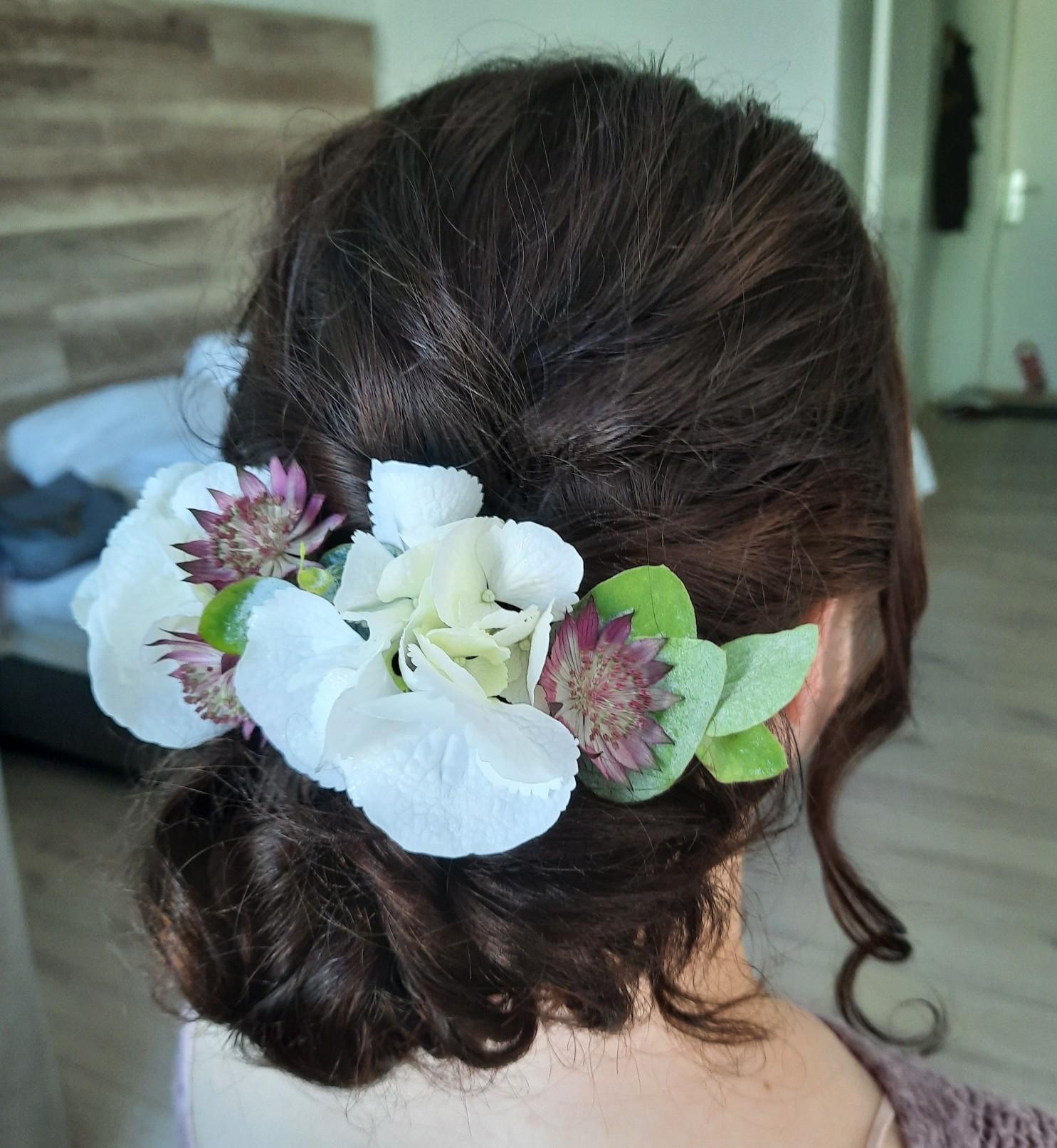 Frisuren mit Blumen 4