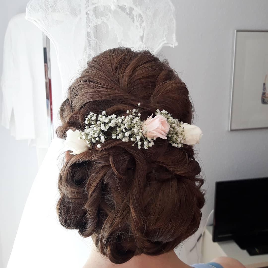 Frisuren mit Blumen 5